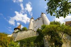Το διάσημο Thun Castle που υψώνεται πέρα από το λόφο Στοκ φωτογραφία με δικαίωμα ελεύθερης χρήσης