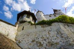 Το διάσημο Thun Castle που υψώνεται πέρα από το λόφο Στοκ εικόνες με δικαίωμα ελεύθερης χρήσης