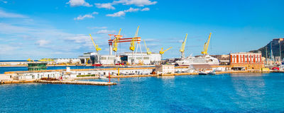 Το λιμάνι της Ανκόνα με τα σκάφη Στοκ φωτογραφία με δικαίωμα ελεύθερης χρήσης