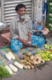 το ινδικό άτομο πωλεί το λαχανικό Στοκ Φωτογραφία