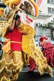 Το λιοντάρι παρουσιάζει ευτυχές κινεζικό έτος Στοκ Εικόνες