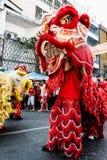 Το λιοντάρι παρουσιάζει ευτυχές κινεζικό έτος Στοκ εικόνες με δικαίωμα ελεύθερης χρήσης