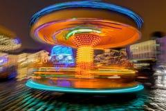 Το ιπποδρόμιο ανάβει την κίνηση στη νύχτα λούνα παρκ στοκ εικόνες με δικαίωμα ελεύθερης χρήσης