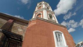 Το ισπανική χτισμένο εποχή Saint-Paul ο πρώτος καθεδρικός ναός ερημιτών που παρουσιάζει πύργο κουδουνιών της φιλμ μικρού μήκους