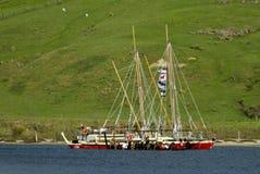 Το ιστορικό ταξίδι Tapu Waka έφθασε κατ' οίκον Στοκ Φωτογραφία
