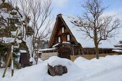 Το ιστορικό χωριό shirakawa-πηγαίνει το χειμώνα στοκ εικόνες