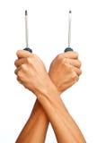 Το ισχυρό χέρι κρατά και των δύο από το κατσαβίδι Στοκ εικόνα με δικαίωμα ελεύθερης χρήσης