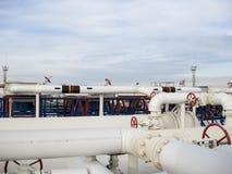Το διυλιστήριο πετρελαίου χημικό πετρέλαιο εργοστ&alp Εξοπλισμός για τον αρχικό καθαρισμό πετρελαίου Στοκ Εικόνα
