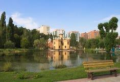 Το κάστρο στο children& x27 πάρκο του s στοκ φωτογραφίες