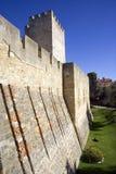 Το κάστρο του são Jorge Λισσαβώνα Πορτογαλία το δυνατό φρούριο, η βασιλική αρχαιολογία κατοικιών η τάφρος Στοκ φωτογραφία με δικαίωμα ελεύθερης χρήσης