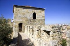 Το κάστρο του são Jorge Λισσαβώνα Πορτογαλία το δυνατό φρούριο, η βασιλική αρχαιολογία κατοικιών η τάφρος Στοκ φωτογραφίες με δικαίωμα ελεύθερης χρήσης