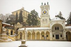 Udine Castel από την πλατεία Libertà Στοκ Εικόνες