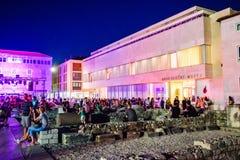 Το κέντρο της παλαιάς πόλης Zadar είναι συσσωρευμένο τα θερινά βράδια στοκ φωτογραφία με δικαίωμα ελεύθερης χρήσης