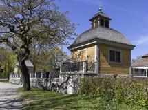 Το κίτρινο παλαιό σπίτι Στοκ φωτογραφίες με δικαίωμα ελεύθερης χρήσης