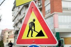 Το κίτρινο σημάδι για τις οικοδομές Στοκ φωτογραφία με δικαίωμα ελεύθερης χρήσης