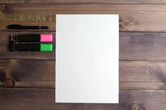 Το καθαρό φύλλο, με τη μαύρη λαβή, στιγμιαίος-κάρτα, και δύο δείκτες στοκ φωτογραφίες με δικαίωμα ελεύθερης χρήσης