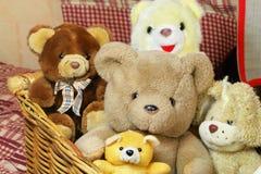 το καλάθι αντέχει teddy Στοκ Φωτογραφίες