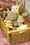 το καλάθι αντέχει teddy Στοκ εικόνες με δικαίωμα ελεύθερης χρήσης