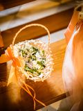 Το καλάθι λουλουδιών στο γάμο Στοκ Φωτογραφία