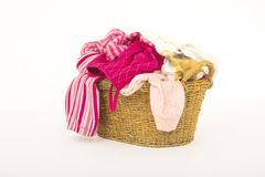 το καλάθι ντύνει το πλυντή&r Στοκ φωτογραφίες με δικαίωμα ελεύθερης χρήσης