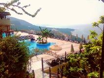 Το καλοκαίρι τελειώνει, ξενοδοχείο με τη θάλασσα και θέα βουνού, κλείσιμο Στοκ Εικόνα