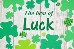 Το καλύτερο του κειμένου τύχης με τα πράσινα τριφύλλια στοκ εικόνες