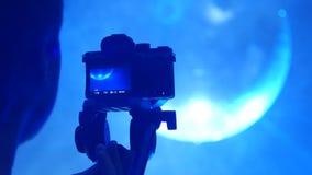 Το καμεραμάν πυροβολεί ένα disco απόθεμα βίντεο
