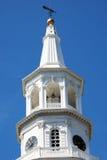 Το καμπαναριό της εκκλησίας του ST Michael στο στο κέντρο της πόλης Τσάρλεστον, νότια Καρολίνα Στοκ εικόνα με δικαίωμα ελεύθερης χρήσης