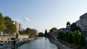 Το κανάλι Άγιος-Martin είναι ένας ποταμός στο Παρίσι, Γαλλία φιλμ μικρού μήκους