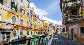 Το κανάλι είναι η οδός στη Βενετία Στοκ εικόνες με δικαίωμα ελεύθερης χρήσης