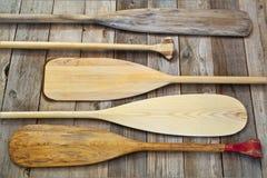 το κανό κωπηλατεί ξύλινο στοκ εικόνες με δικαίωμα ελεύθερης χρήσης
