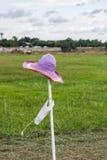 Το καπέλο στο θυελλώδη Στοκ φωτογραφία με δικαίωμα ελεύθερης χρήσης