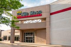 Το κατάστημα κεραμιδιών είναι λιανοπωλητής ειδικότητας στοκ φωτογραφία με δικαίωμα ελεύθερης χρήσης