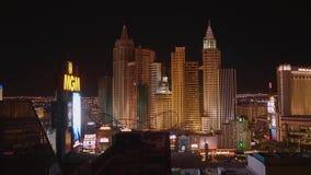 Το καταπληκτικό Λας Βέγκας τή νύχτα - τα όμορφες ξενοδοχεία και οι χαρτοπαικτικές λέσχες στη λουρίδα - ΗΠΑ 2017 απόθεμα βίντεο