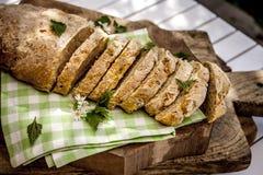 Το κατ' οίκον γίνοντα ψωμί που διακοσμείται nettles Στοκ φωτογραφίες με δικαίωμα ελεύθερης χρήσης