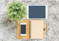 Το καφετί ημερολόγιο βιβλίων σημειώσεων κινηματογραφήσεων σε πρώτο πλάνο με το κενό διάστημα καφετιού εγγράφου στη σελίδα με την  Στοκ Εικόνες