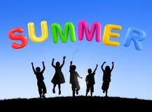 Το καλοκαίρι απολαμβάνει τη χαλαρώνοντας έννοια φωτός του ήλιου ταξιδιού ταξιδιών διασκέδασης Στοκ φωτογραφία με δικαίωμα ελεύθερης χρήσης