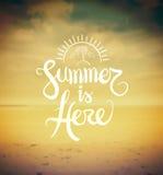 Το καλοκαίρι είναι εδώ διανυσματικό ελεύθερη απεικόνιση δικαιώματος