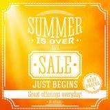 Το καλοκαίρι είναι πέρα από αλλά η πώληση αρχίζει ακριβώς το έμβλημα ξέν. διανυσματική απεικόνιση