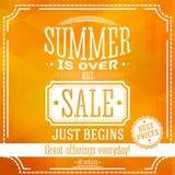 Το καλοκαίρι είναι πέρα από αλλά η πώληση αρχίζει ακριβώς το έμβλημα ξέν. ελεύθερη απεικόνιση δικαιώματος