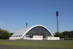 Το καλυμμένο γήπεδο αντισφαίρισης μιας αψίδας κοιτάζει Στοκ φωτογραφίες με δικαίωμα ελεύθερης χρήσης