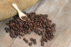 Το καλύτερο του φασολιού καφέ στο ξύλο Στοκ φωτογραφίες με δικαίωμα ελεύθερης χρήσης