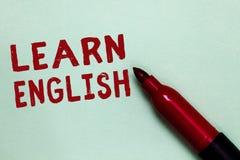 Το κείμενο γραφής μαθαίνει τα αγγλικά Η έννοια που σημαίνει την καθολική γλωσσική εύκολη επικοινωνία και καταλαβαίνει την ανοικτή στοκ εικόνες