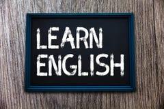 Το κείμενο γραφής μαθαίνει τα αγγλικά Η έννοια που σημαίνει την καθολική γλωσσική εύκολη επικοινωνία και καταλαβαίνει στοκ φωτογραφίες με δικαίωμα ελεύθερης χρήσης