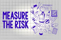Το κείμενο γραφής μετρά τον κίνδυνο Η έννοια έννοιας καθορίζει το βαθμό κινδύνου βασισμένο στους παράγοντες αντίκτυπου ελεύθερη απεικόνιση δικαιώματος