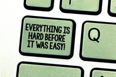 Το κείμενο γραφής που γράφει όλα είναι σκληρό προτού ήταν εύκολο Η έννοια που σημαίνει τα πρώτα βήματα είναι σκληρότερη έμπνευση στοκ εικόνες