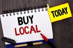 Το κείμενο γραψίματος λέξης αγοράζει τοπικό Η επιχειρησιακή έννοια για την αγορά της αγοράς ψωνίζει τοπικά λιανοπωλητές Buylocal  στοκ εικόνα με δικαίωμα ελεύθερης χρήσης
