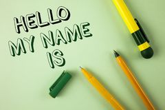 Το κείμενο γραψίματος λέξης γειά σου το όνομά μου είναι Επιχειρησιακή έννοια για τη συνεδρίαση κάποιος νέα παρουσίαση συνέντευξης Στοκ Φωτογραφίες
