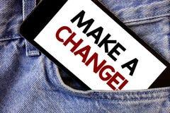 Το κείμενο γραψίματος λέξης κάνει μια αλλαγή την κινητήρια κλήση Επιχειρησιακή έννοια για το νέο στόχων κείμενο δύο προσέγγισης ε στοκ εικόνα