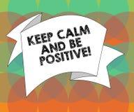 Το κείμενο γραψίματος λέξης κρατά ήρεμος και είναι θετικό Επιχειρησιακή έννοια για ηρεμημένη την παραμονή ευτυχία θετικής σκέψης  απεικόνιση αποθεμάτων